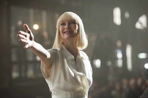 Netflix выложили свежие кадры из sci-fi драмы «Окджа», в которой сыграли Тильда Суинтон, Джейк Джилленхол, Пол Дано и Лили Коллинз.