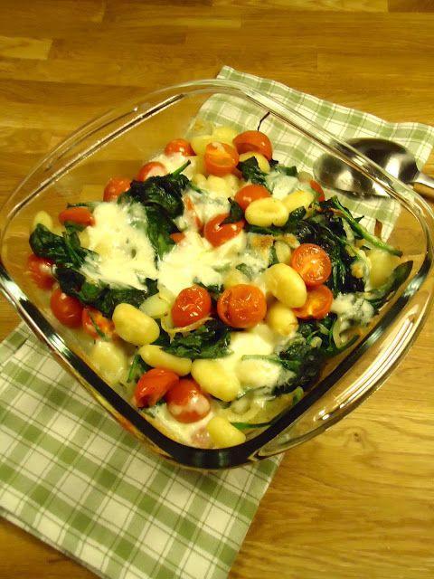 gnocchi uit oven met 1 bakje kerstomaatjes 125 gr buffelmozzarella 400 gr spinazie