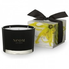 My new NEOM candle with ylang ylang, frankincense and patchouli smells FABULOUS.