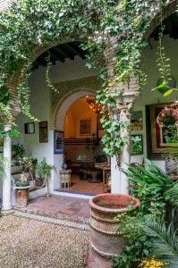 """EXPERIMENTA CON TODOS TUS SENTIDOS """"LOS PATIOS DE CORDOBA"""" ¿Que hacer distinto en Cordoba? """"Ruta de los Patios de Córdoba, seguido de un relajante baño y masaje en un Hamman único y rematado con una experiencia gastronomica basada en la cocina tradicional cordobesa"""" Los Patios de Córdoba, """"Patrimonio intangible de … #viajeros #europe #andalucia #spain"""