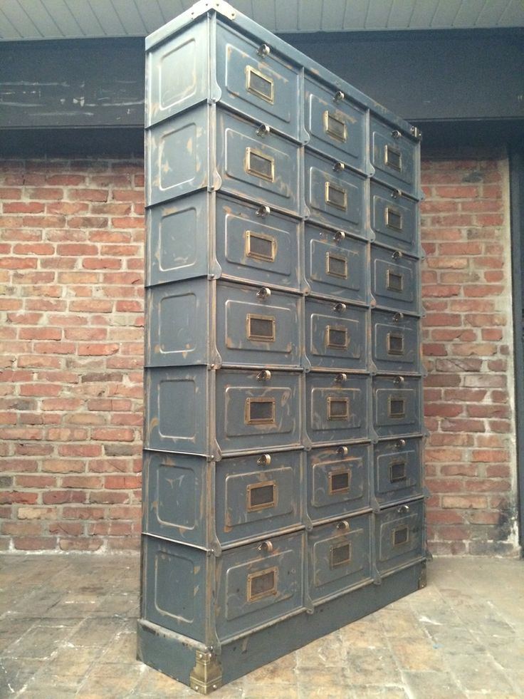 ancien meuble industriel 21 larges clapets strafor en belle patine d 39 origine gris bleu avec. Black Bedroom Furniture Sets. Home Design Ideas