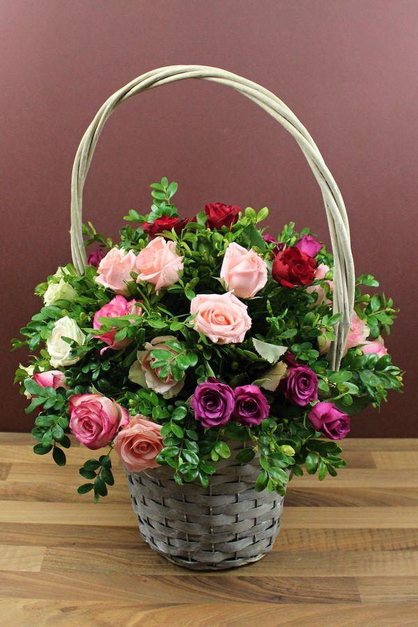 Blumenkorb Mit Rosen Fur Die Hochzeit Selber Machen Blumengestecke Korb Mit Blumen Blumen Gestecke