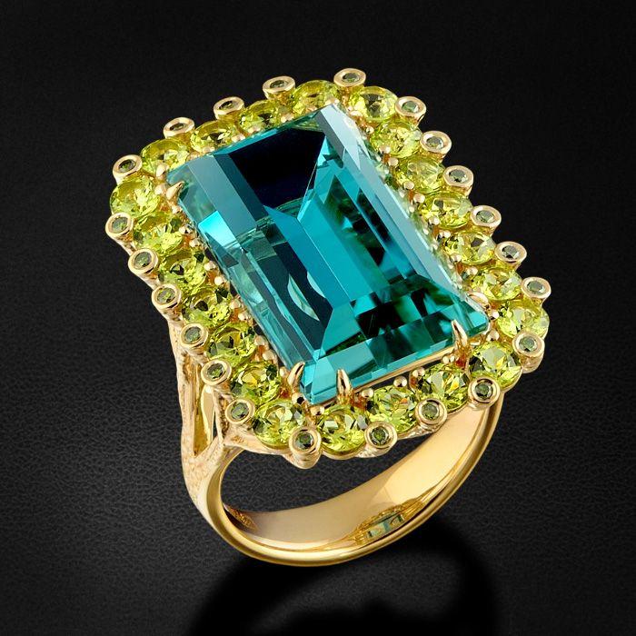 Кольцо с топазом, хризолитами и зелеными бриллиантами в желтом золоте 585 пробы (арт. 27933)