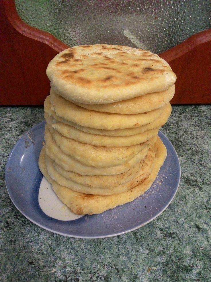 Привет, ребят! Сегодня настряпаем пирогов вдоволь. Рецепт получается конечно же бюджетным и очень вкусным. Необходимости:Тесто:1) Мука ~ 700 грамм2) Кефир ~350 мл3) Яйцо 4) Сахар 1 ч.л5) Вода 100 мл6) Автор: NikitaNice