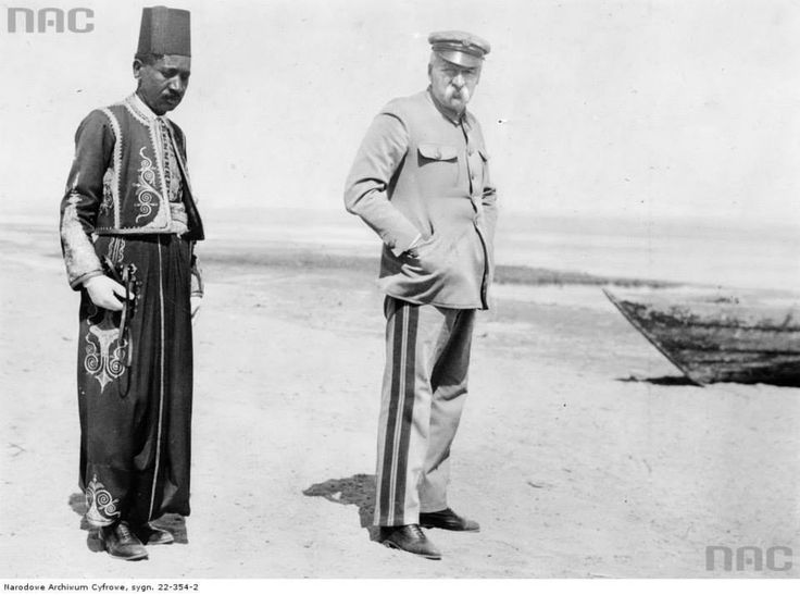 Józef Piłsudski w Egipcie, 1932.  http://audiovis.nac.gov.pl/obraz/218363/f632ce087e44b4269612a1a5249b30f5/