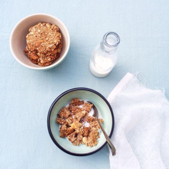 Wie wil dat nu niet, koekjes voor het ontbijt? Deze krokante havermoutkoekjes met gedroogde vijgen en noten bevatten geen suiker of boter. Heerlijk met een