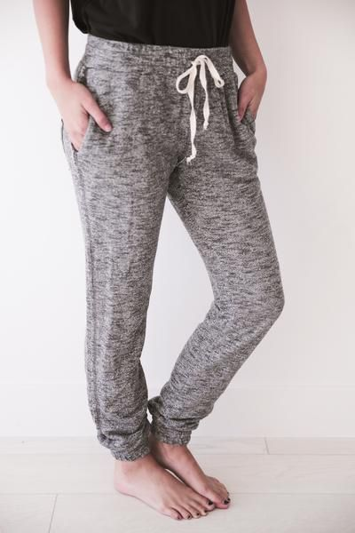 "• Speckled dark grey jogger sweats with pocket • Available in sizes S, M, L. Aspyn is 5' 4"" and wearing a size small • 95% COTTON, 5% SPANDEX"