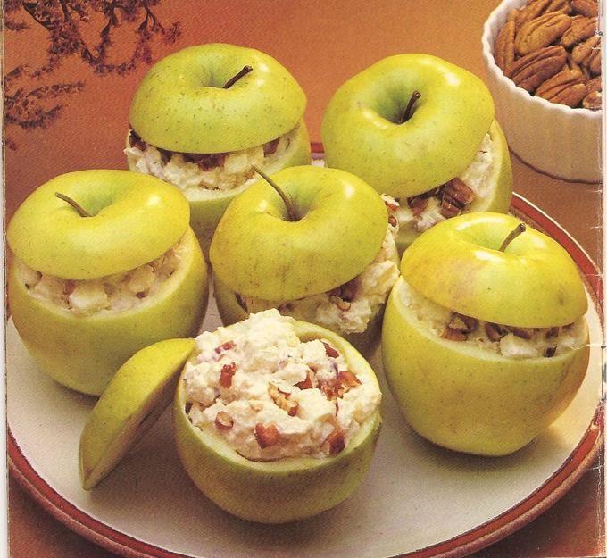 ¡¡Receta estrella de Pinspire!!  Manzanas rellenas de queso y crema: Vaciar la manzana con una cuchara de patatas parisinas... ¡¿El qué?! Pues esa cucharita redondeada que se utiliza para hacer bolas con el puré. Si eres manitas hazlo a tu manera ( y, por favor, ¡compártela!) Rellenalas con queso crema mezclado con nueces... delicioso