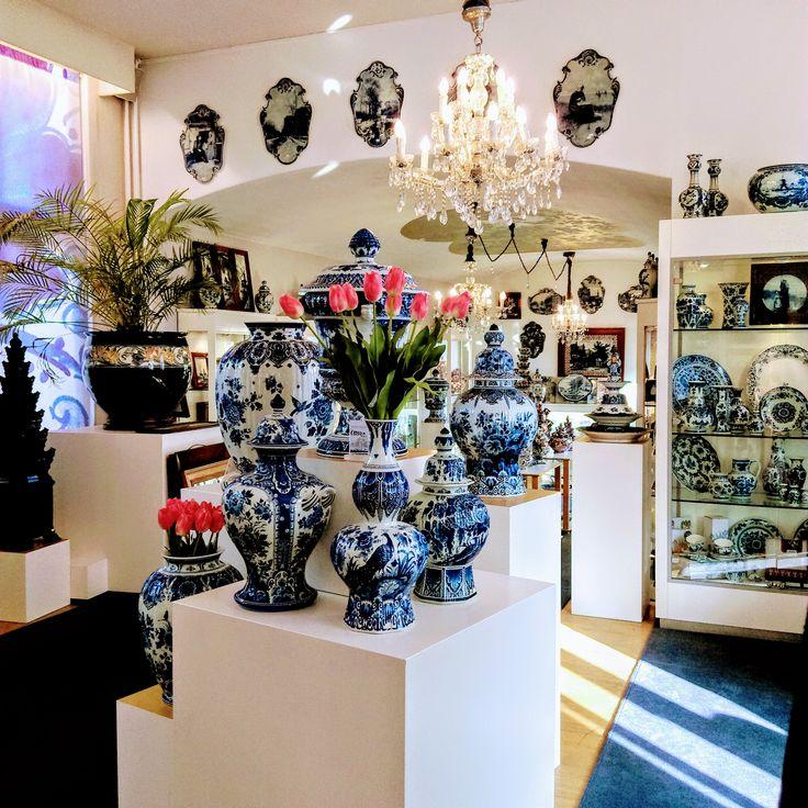 #Amsterdam #Holland #Netherlands #Amsterdamcentre #Amsterdamcenter #pottery #delft #delftblue #oldcity #sightseeing #delftbluepottery #colours #colourful #colors #амстердам #голландия #нидерланды #фарфордельфт #фарфор #делфт #дельфт #голубойфарфор