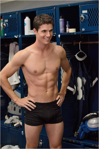 D.U.F.F. : Robbie Amell (Wesley 'Wes' Rush) Really amazing, wonderful, Per-fe-ct, super I recommend you to see