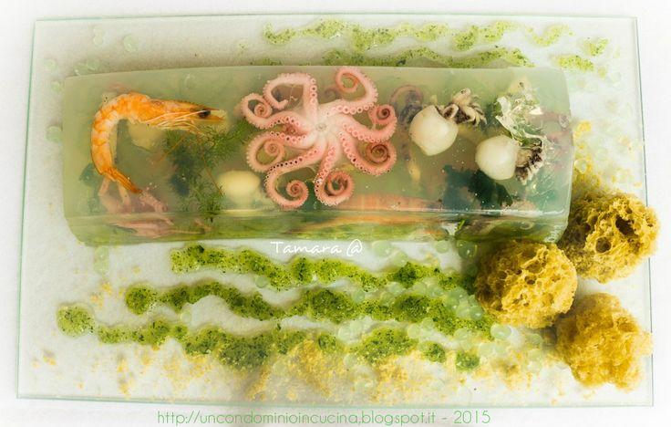 Un condominio in cucina: Acquarius: piccolo mare in aspic, spugne alle alici e gocce di zenzero