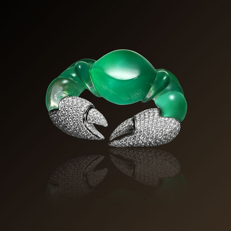 Granchio - Vhernier, Brooch in white gold, diamonds, chrysoprase and rock crystal. Crab brooch. Made in Italy.