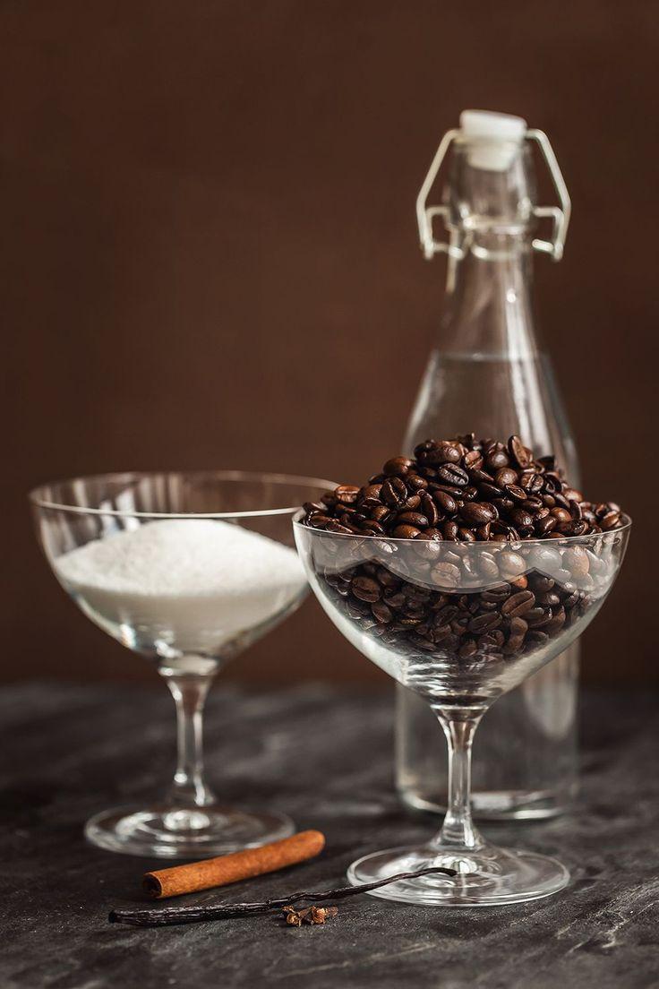 prozeny.cz - Milujete tiramisu nebo koktejly připravené z kávového likéru? Zkuste si ho vyrobit doma! Samotná příprava vám zabere jen pár minut, a navíc budete mít jistotu, že je z kvalitních surovin. Takže na zdraví!