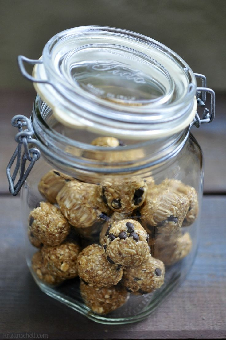 Still searching for the perfect granola bar or protein bar substitute...will this be it? Easy no bake granola balls make healthy snacks for the whole family.