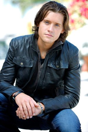 Luke Kleintank plays Finn Abernathy on Bones. Great actor, love his hair actually! (: