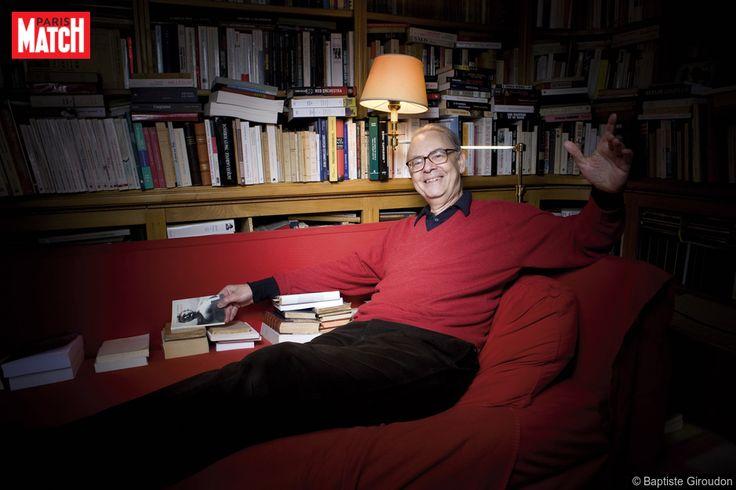 L'écrivain français le plus secret vient d'être couronné par l'académie suédoise. Il a accepté de recevoir Jean-Marie Rouart.