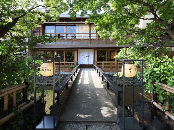 祇園・白川のせせらぎを渡った京町家に、セレクトリサイクルショップの「パスザバトンがオープンしたのは2015年のこと。ヴィンテージの着物帯を使ったクラッチバッグや和ろうそくなど、京都ならではの雑貨を並べて...