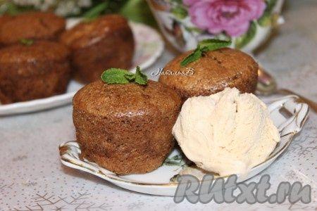 """Суфле """"Мокко"""" вкусно как в теплом, так и в охлажденном виде. Если вы подаете его теплым, то обязательно положите к нему шарик вкусного мороженого - сливочного пломбира или крем-брюле."""