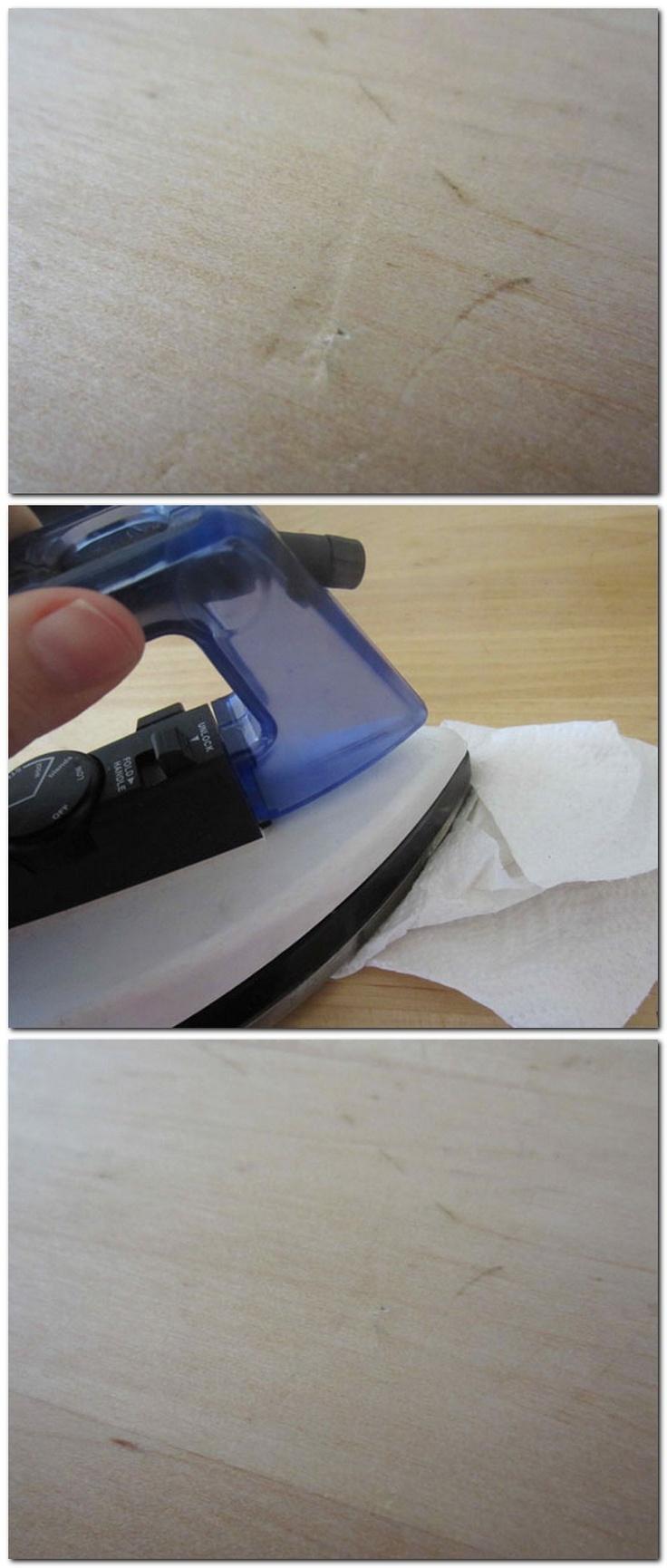 Reparar abolladuras en la madera. 1/ Humedecer la abolladura. 2/ Colocar un paño/papel húmedo. 3/ Con la plancha aplicar calor con mucho vapor en la zona dando movimientos circulares (de 3-5 minutos).