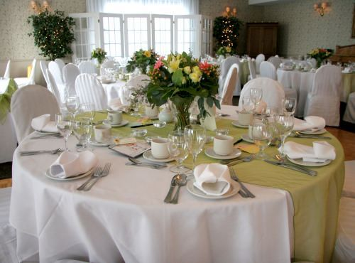 Imagine your ceremony on the lush lawn of the Gananoque Inn beside the gleaming St. Lawrence River.