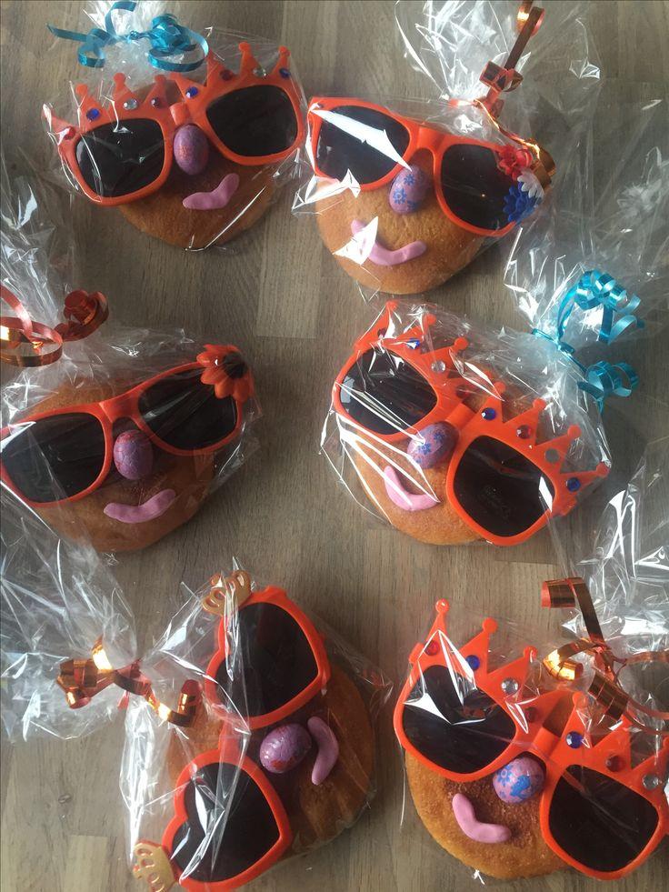 Koningsdag traktatie oranje eierkoek  zonnebril kids