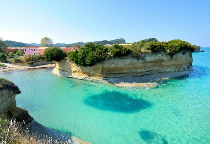 Corfu beach. Corfu travel guide by Corfu2travel.com