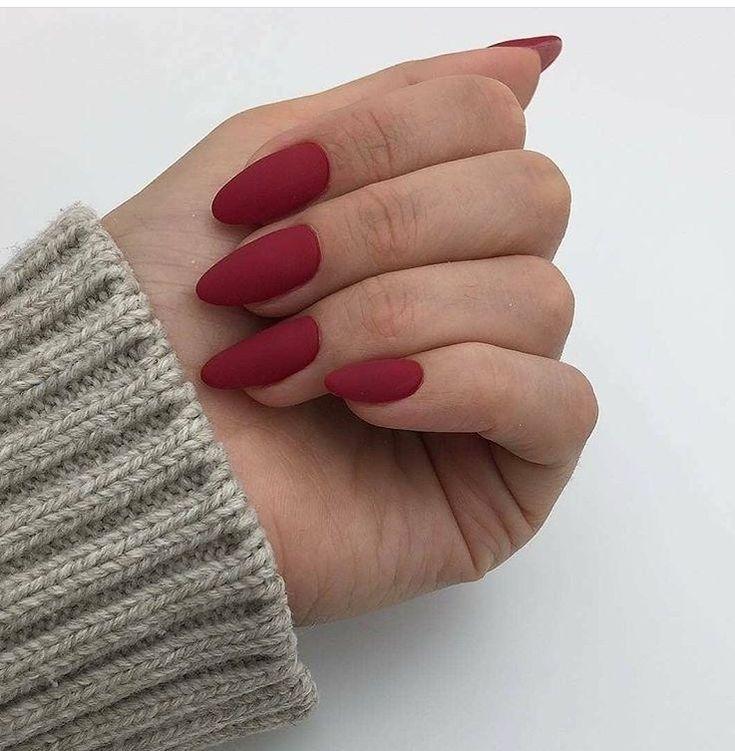Winter Chic Matte Red Nails 29 Rozhdestvenskij Manikyur Ovalnye