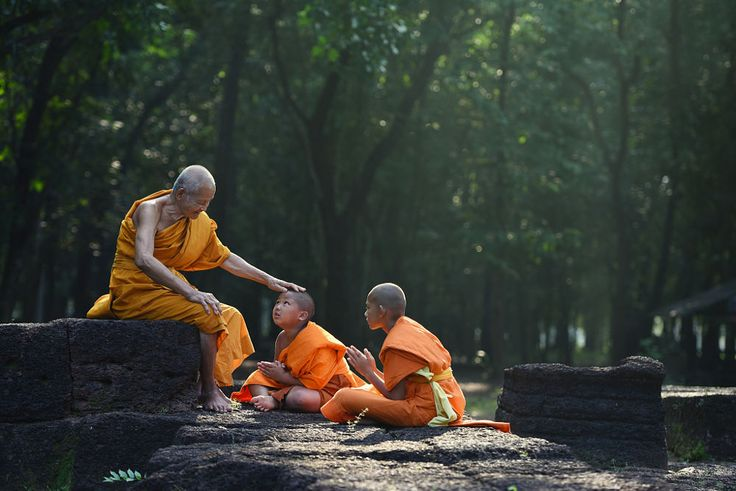 Old monk teaches little monks with kindly mind by SUMITH NUNKHAM on 500px