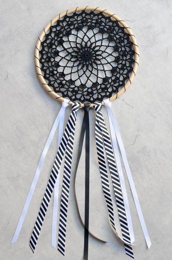 Crochet thread dreamcatcher, free pattern
