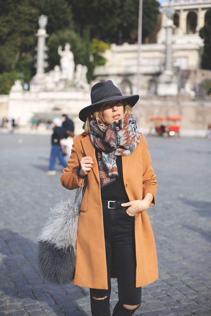 Camel Coat. Fashion Blogger. http://www.myshowroomblog.es/fashion/rome-camel-coat/