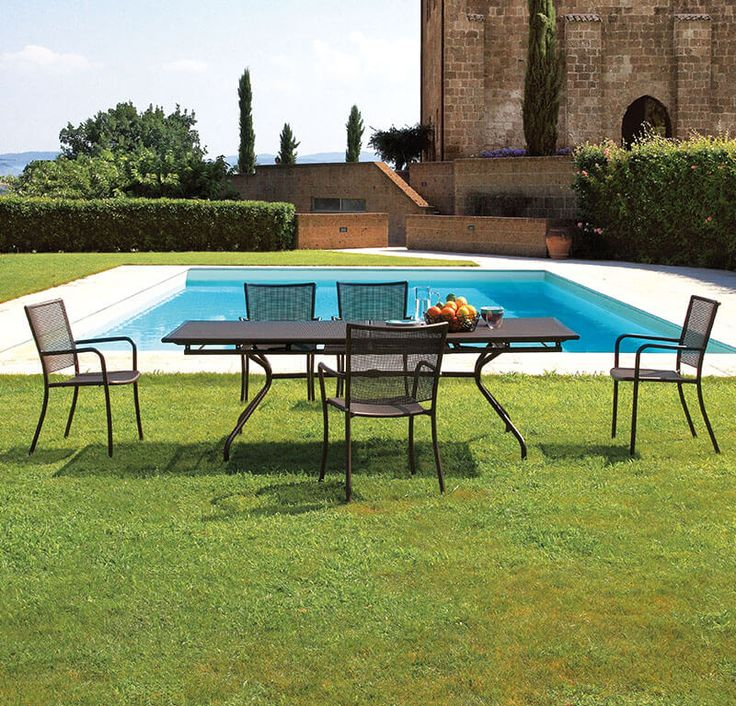 Armchairs and extensible table