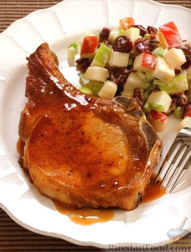 Свинина на рёбрышке с яблочным салатом
