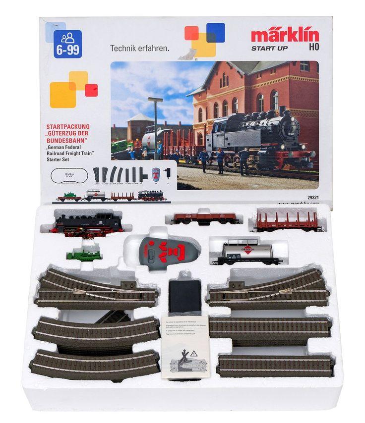 TREN ELÉCTRICO MÁRKLIN Juego de tren eléctrico marca Márklin con locomotoras y vías réplicas de trenes alemanes.
