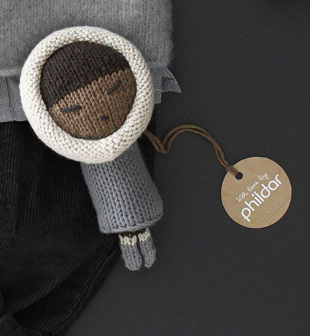 Modèle doudou poupée esquimaud : une vraie douceur à caliner ce doudou poupée en laine et coton. Modèle esquimaud tricoté en jersey. Hauteur 18cm.