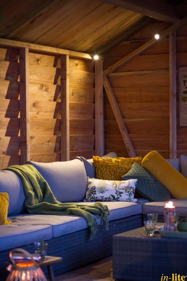 Sfeervol buitenleven | Overkapping | Tuinbank | Buitenspot MINI SCOPE | Tuinverlichting 12V | Inspiratie | Outdoor lighting