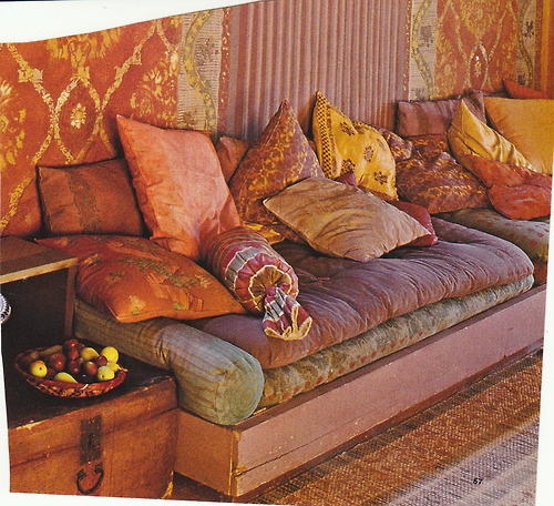 Oh my lord the colors in this sofa are amazing....whole house palette