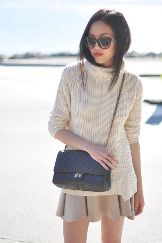 Beautiful look. Love the sweater and skirt combo.