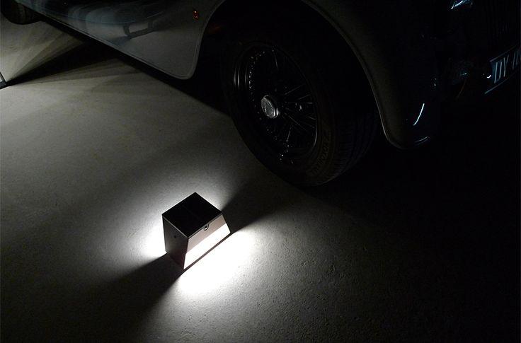LYX Legend - Au cœur de la passion automobile, les balises de parking BTS 900 et BTS 400 offrent un éclairage permanent à intensité réglable, ou un éclairage ponctuel grâce à leur détecteur de mouvement.