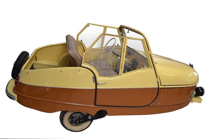 This is a David – which was made in Barcelona from 1954 through 1958 (not much of a Spanish name is it?). Spain was a microcar hotbed in the 1950s with no less than four fairly significant manufacturers producing these little things. David wasn't so big, having only produced 60 to 70 of these little convertibles.