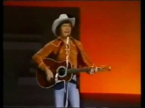 """Mac Davis - It's Hard To Be Humble  Scott Morris """"Mac"""" Davis (born January 21, 1942), is a country music singer and songwriter originally from Lubbock, Texas who has enjoyed much pop music crossover success. He became one of the most successful country singers of the 1970s and 1980s."""