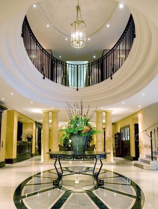 ✔ Giá từ: 6,541,000 VNĐ __________  ★ Số sao: 5 _____________________  ☚ Vị trí:  Kent Street, Millers Point ____  ❖ Tên khách sạn: Langham Sydney (previously The Observatory Hotel) __   ∞ Link khách sạn: http://www.ivivu.com/vi/hotels/langham-sydney-previously-the-observatory-hotel-W2074/  ∞ Danh sách khách sạn ở Sydney: http://www.ivivu.com/vi/hotels/chau-dai-duong/uc/sydney/all/1/