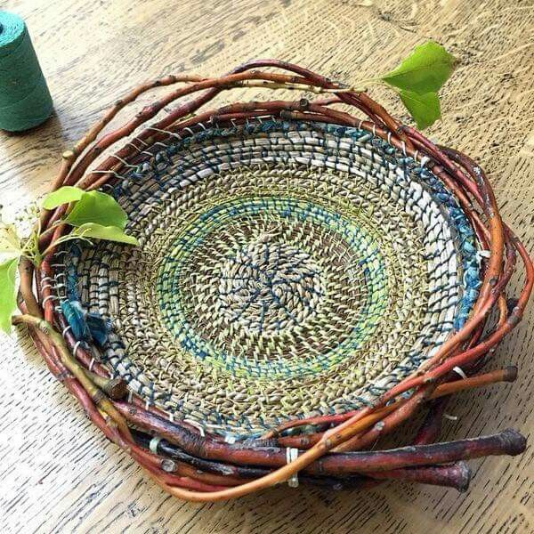 Grapevine circle weaving