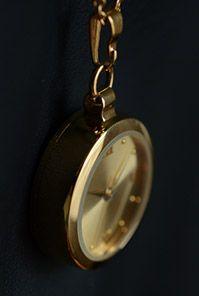 Průměr dámských hodinek činí 31 mm, jejich hloubka dosahuje 8,5-9,5 mm a je do nich vsazená originální mince Marie Terezie s průměrem 25 mm.