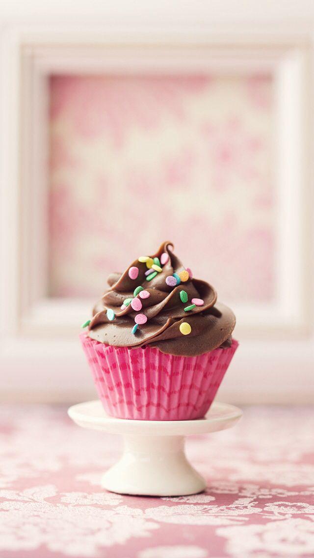 Cupcakes al cioccolato con zucchero filato all'arancia,fragola,menta e lampone