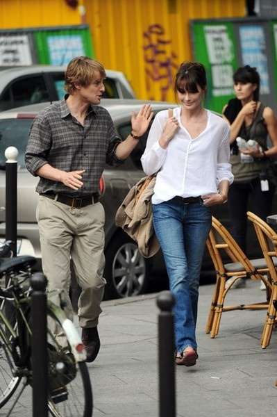Carla Bruni...love her style. Jeans, white blouse and hair swept up. Magnifique!