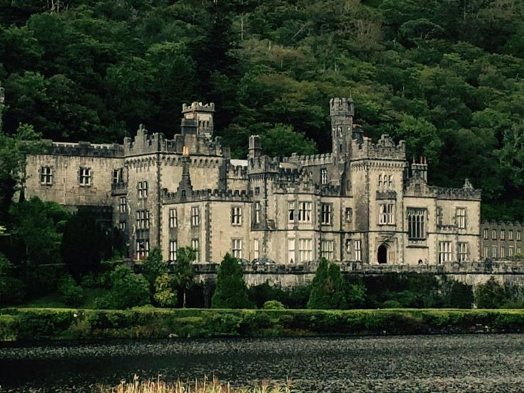 Lifestyles by Alexis ‏@Alexistrends99 Loved visiting #KylemoreAbbey yesterday! #clifden #kylemoreabbey