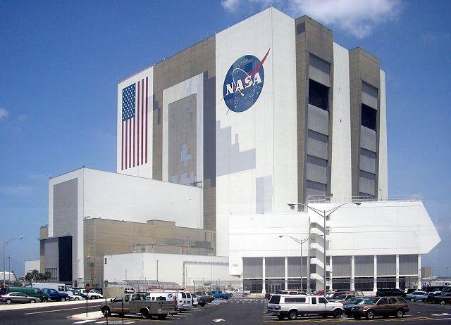 """Nasa telah mengumumkan tentang penemuan 1.284 planet baru di luar tata surya kita menggunakan Teleskop Ruang Angkasa Kepler, selasa kemarin. """"Hal ini memberi kita harapan bahwa mungkin saja kita bisa menemukan planet lain yang mirip dengan bumi di luar sana."""" kata Ellen Stofan, Kepala Ilmuwan Kantor Pusat NASA di Washington."""