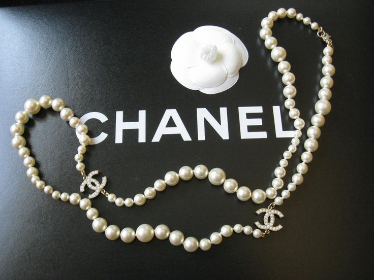 chanel-pearl-necklace