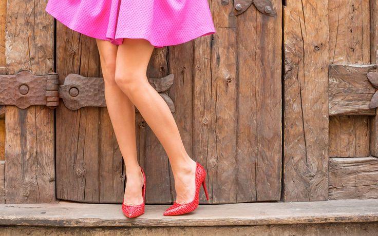 Massaggiare le piante dei piedi con una pallina ha un effetto sorprendente su tutto il corpo: distende i muscoli, riequilibra la postura e allevia la stanchezza