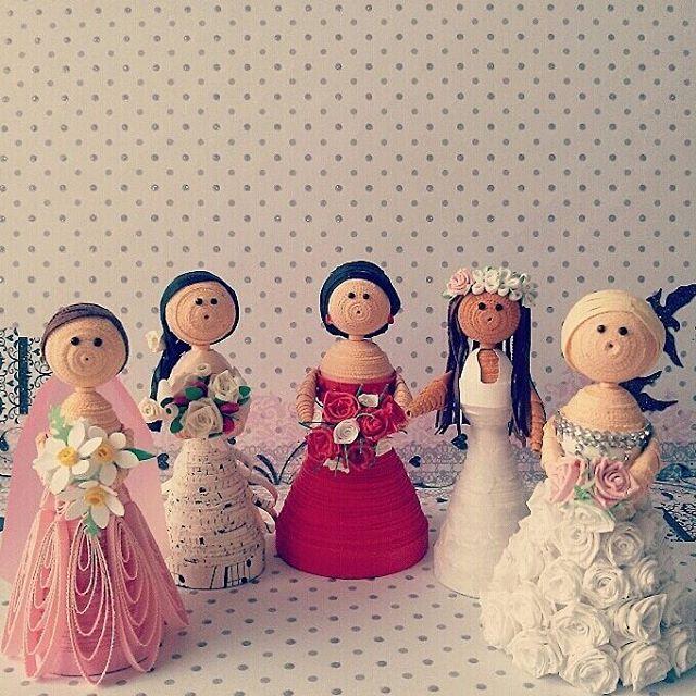 Paper brides What's your favourite? #quilledpaperart#quilling#photoftheday#paperart#art#artwork#artmagazine#artist#show_me_your_hobby#sketchdaily#kirigami#origami#lgenpaper#craft#artsogram#artscloud#weddingdress#weddingphotography#artphotography#nawden#proartist#dailyart #artnet#design#bride#illustration#instaart#artcollective#handmadewithlove#artsgallery
